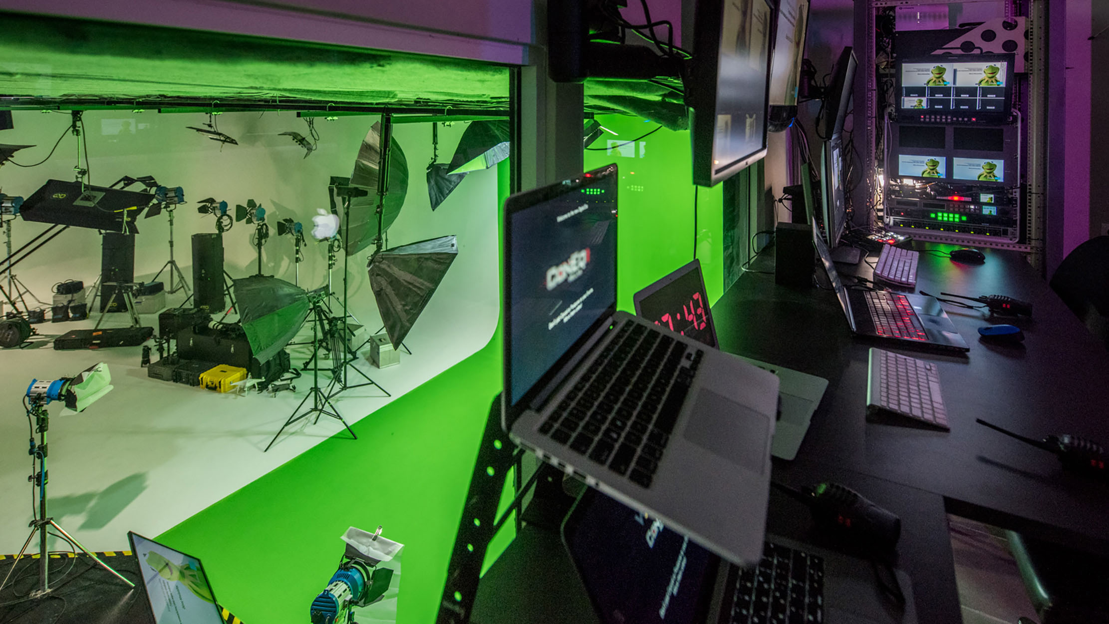 Online Digital Virtual Events Green Screen
